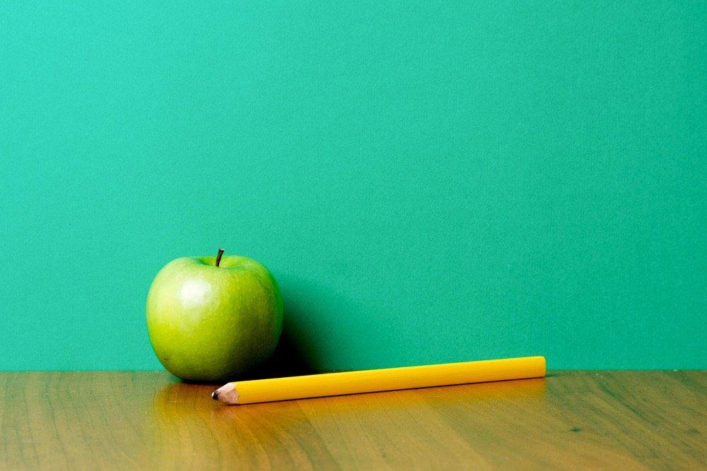 Apfel und Bleistift