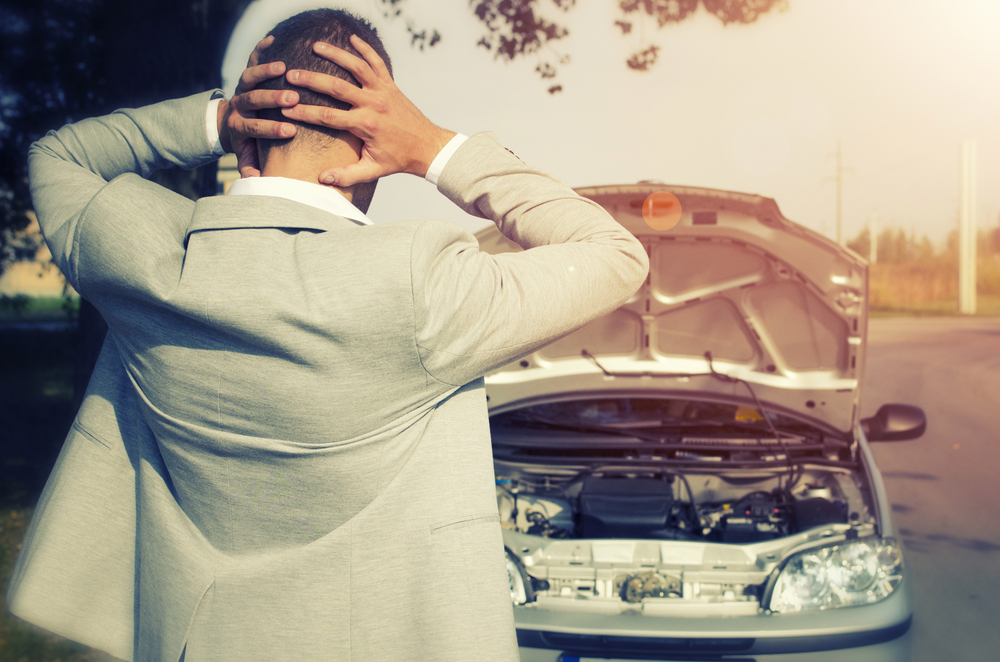 Auto mit überhitztem Motor
