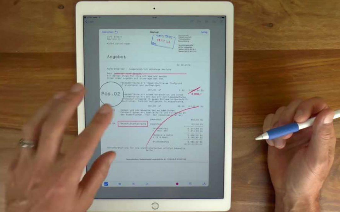 Lars bearbeitet PDF-Dokumente am IPad