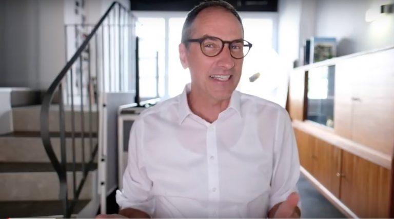 Lars im weißen Hemd