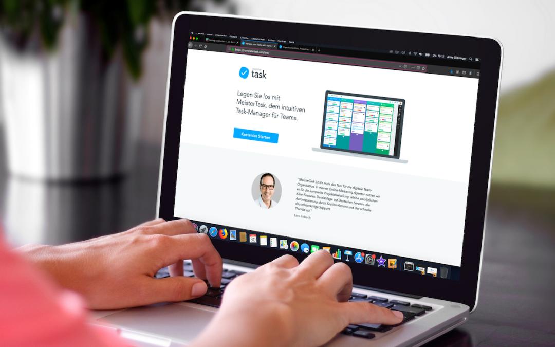 Macbook mit geöffneten MeisterTask Seite